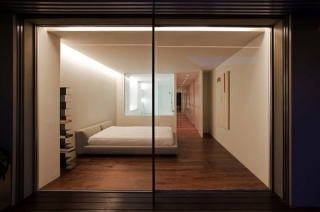 House Built Into The City / Fran Silvestre Arquitectos